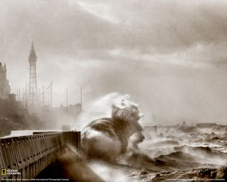 Blackpool-high-tide-071209-xl